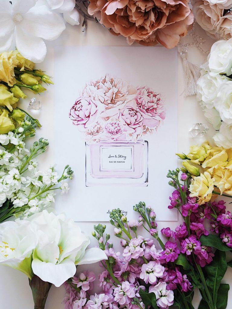 Flatlay fotka skombinací živých aumělých květin